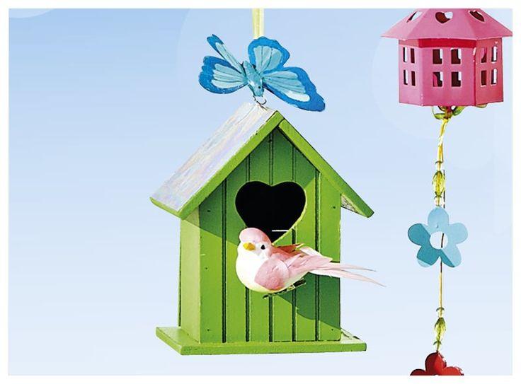 Leuk ter decoratie én handig voor kleine vogeltjes: dit houten vogelhuisje. Hij is verkrijgbaar in diverse kleuren en vrolijkt iedere tuin moeiteloos op!