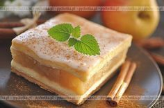 Wykonanie tego ciasta jest banalnie proste. Letnia szarlotka . Składniki: jabłka, jajka, mąka.