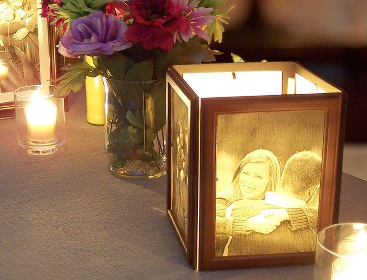Para fazer com porta retrato comum unidos por pequenas dobradiças e com fotos impressas em preto e branco no papel semi transparente. No interior uma vela baixa dentro de um copo. Ideia para o dia dos namorados, mesas de casamento...