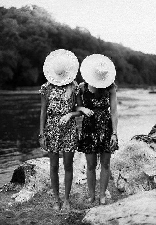 """""""Le rôle d'un ami, c'est de se trouver à votre côté quand vous êtes dans l'erreur puisque tout le monde sera à côté de vous quand vous aurez raison."""" Mark Twain Fête des meilleurs #amis #BFF"""