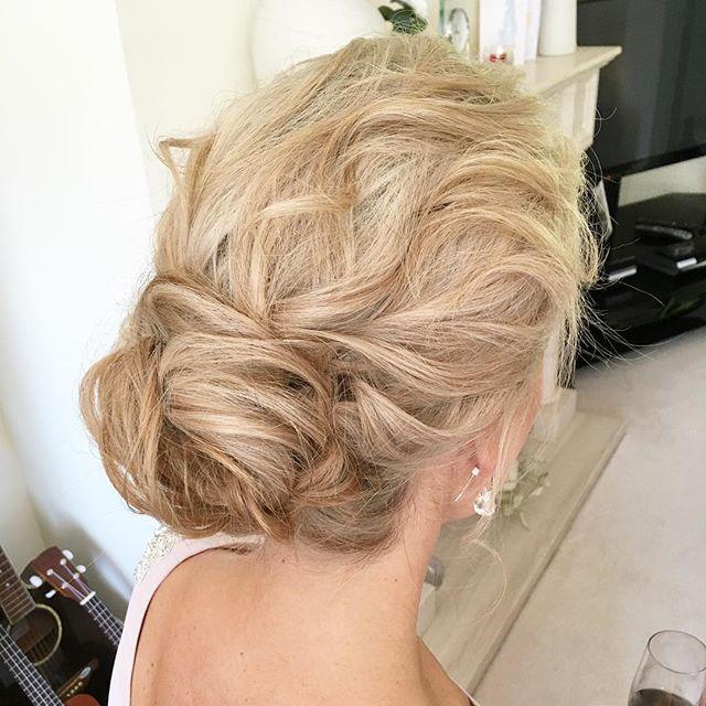 Texture ✨ #siansharkeyhairstylist #weddinghair #weddinghairstylistdublin #weddingday #bridalhair #bridalfashion #updo #glidehairtoolsupstyle17#modernsalon