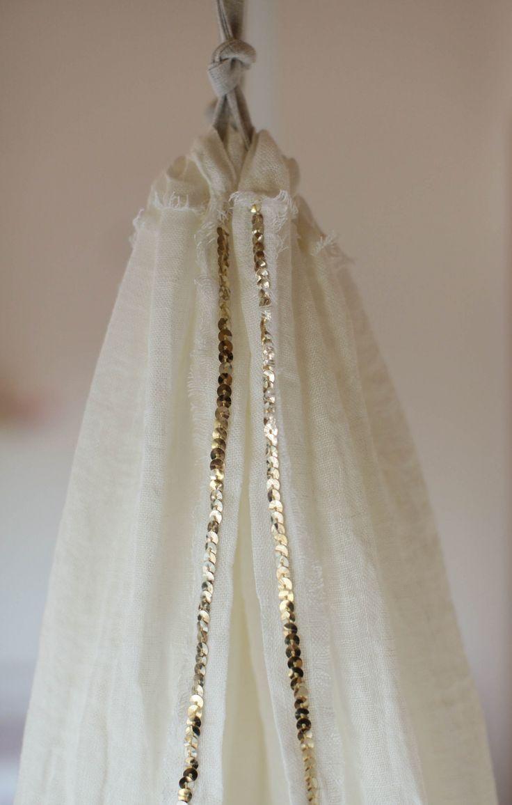 Hemeltje gebroken wit linnen met pailletten goud van Lidor