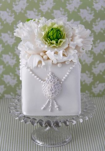 "Love the vintage inspired cake By: Tartas Cakes Haute Couture - ""Rustique Chic Celebrations"" <3ge"