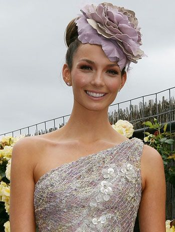 I love Rikki-Lee Coulter's make up from this years Melbourne Cup, fresh, dewy and pink!