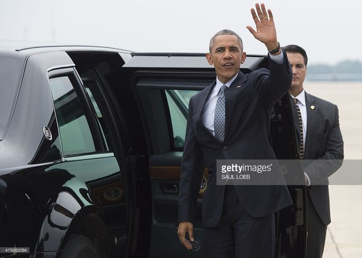 US President Barack Obama waves before getting into his limousine after arriving on Air Force One at Andrews Air Force Base in Maryland, July 2, 2015. Obama traveled to Wisconsin to speak about the economy after the US economy churned out a solid 223,000 net new jobs in June, according to the Labor Department, but wages remained flat, underscoring continued weaknesses in the economy. AFP PHOTO / SAUL LOEB