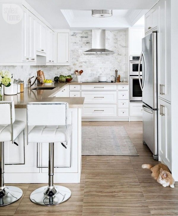 Love how these creamy #kitchen countertops work so well with marble tiles. Awesome look! #homedecor @istandarddesign
