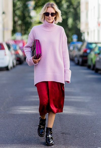 Blogger Lisa Hahnbück at New York Fashion Week wearing a longline pink jumper…
