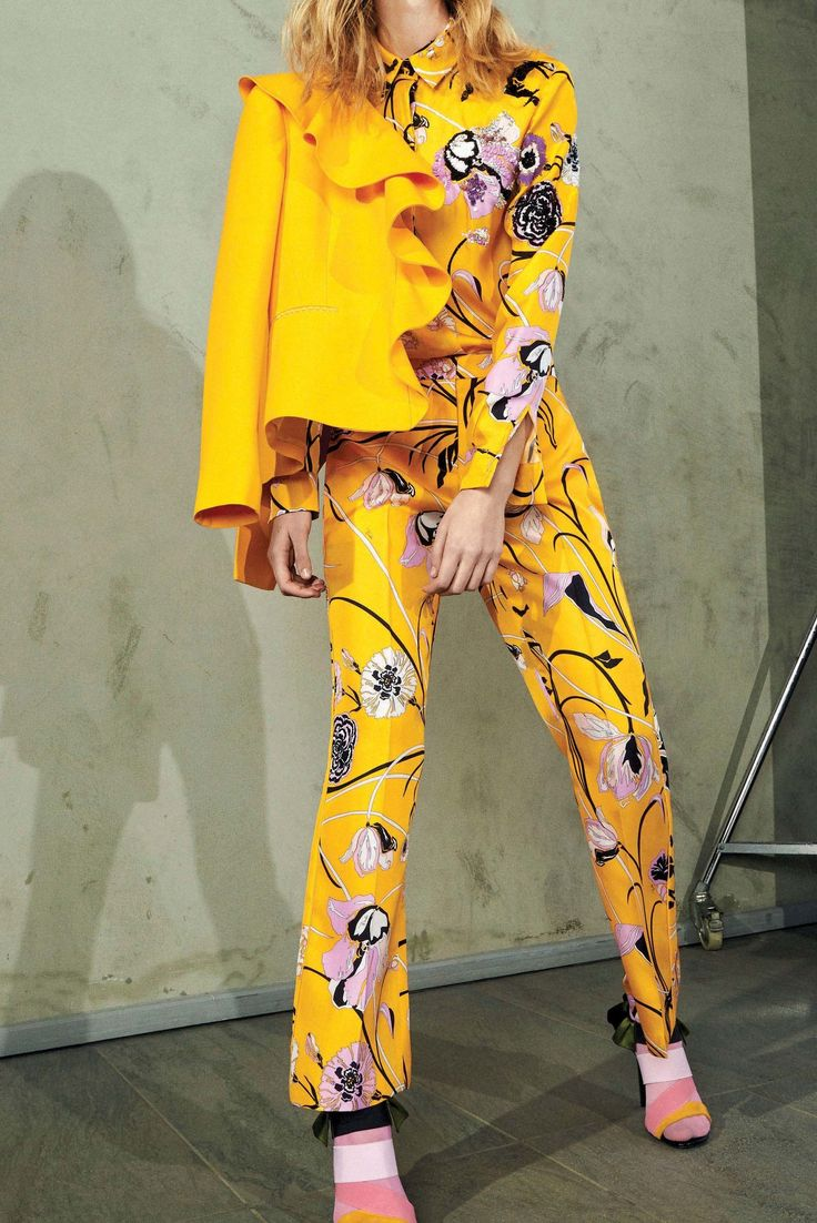 http://www.vogue.com/fashion-shows/pre-fall-2017/emilio-pucci/slideshow/collection