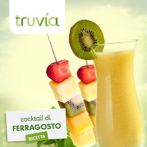 """#Ricetta #cocktail di Ferragosto  Per 2 persone 1/2 bicchiere succo d'ananas,  1/2 bicchiere succo di kiwi,  1/2 kiwi,  foglioline di menta,  una fettina d'#ananas Truvìa un cucchiaino Mescola i succhi di ananas e di kiwi con un cucchiaino di Truvìa. Prepara uno """"spiedino"""", utilizzando uno stecchino di legno abbastanza lungo, con pezzetti di kiwi e di ananas. Immergi gli spiedini nei bicchieri aggiungendo un paio di foglioline di menta e qualche cubetto di ghiaccio."""