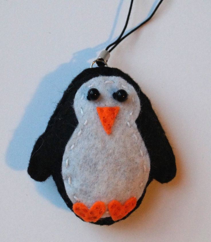 Penguin keychain by TosTosia