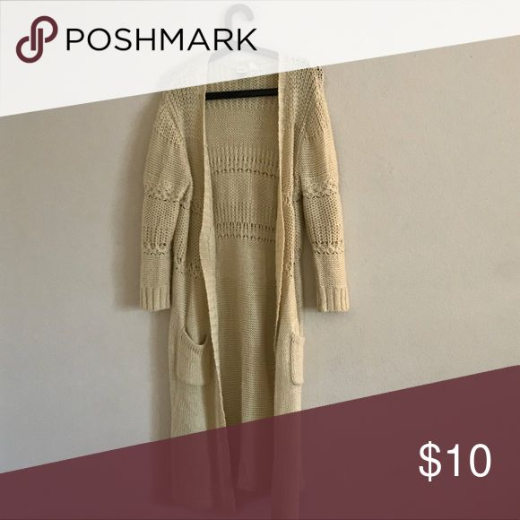 Roxy Cardigan This cardigan is so comfy! Can we worn with skinny jeans or leggings. In great condition. Roxy Sweaters Cardigans