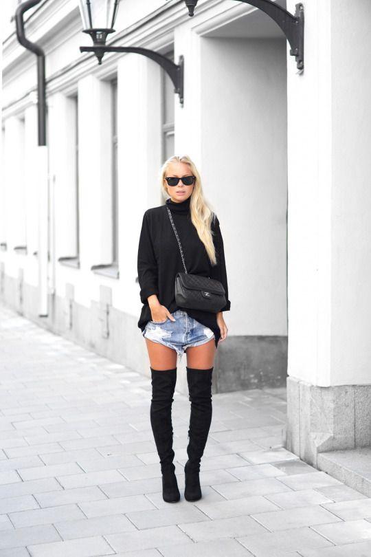Bota over the knee + short jeans. Look descolado para meia estação Crédito: justthedesign.com