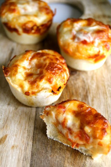 Kjempeenkelt å lage en vegetar versjon av disse Mini deep pan pizzaene!