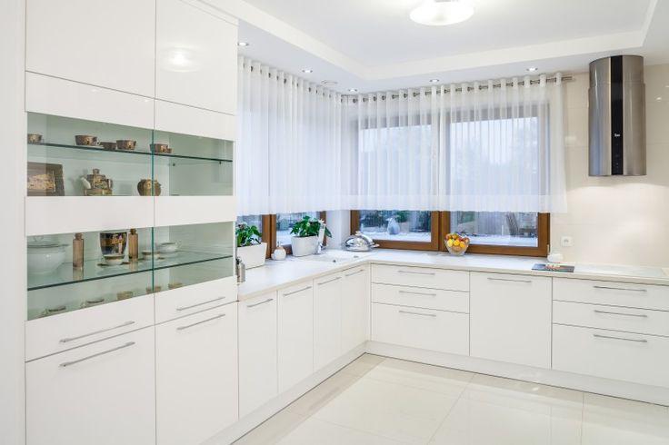 kuchnia biała połysk z drewnem  Szukaj w Google  KITCHEN   -> Dluga Wąska Kuchnia W Bloku