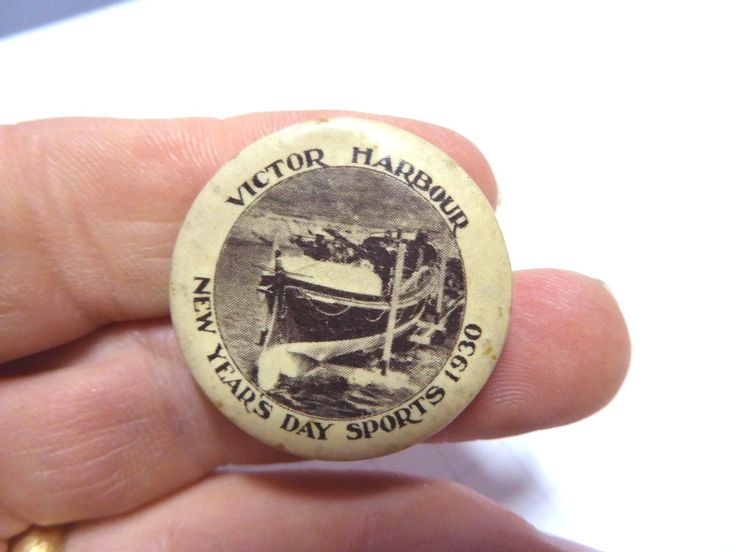 1900s AUSTRALIAN BUTTON DAY BADGE VICTOR HARBOUR NEW YEARS DAY SPORTS 1930