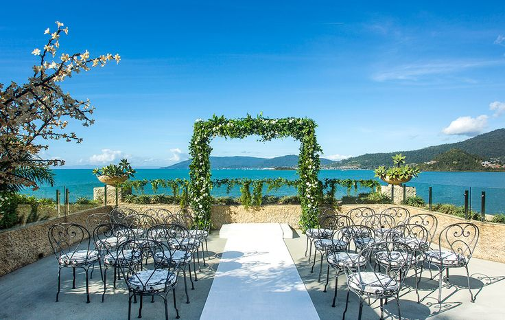 Sea Deck Ceremony location overhanging the Coral sea