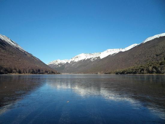 Ushuaia, lago congelado, Tierra del Fuego.
