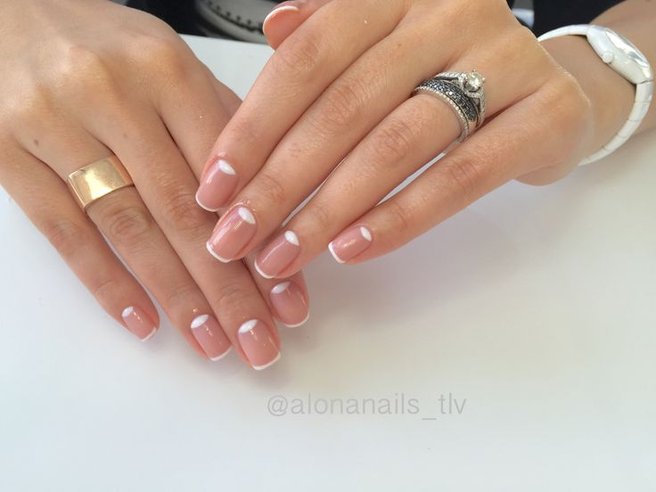лунный маникюр гель лак ногти lunar manicure nail design french френч мода style fashion nude natural wedding white blanc bluzzard essie френч свадебный дизайн ногтей Tel Aviv Israel ציפורניים עיצוב חתונה ג׳ל לק תל אביב מניקור half moon