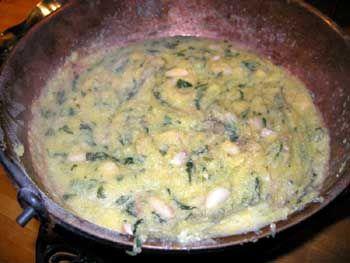 POLENTA INCATENATA ~ Regione di appartenenza: Toscana ~ Categoria di appartenenza: Primi piatti asciutti ~ Ingredienti: fagioli borlotti, cavolo nero, olio extravergine d'oliva, farina gialla, parmigiano, sale ~ Preparazione: https://www.facebook.com/photo.php?fbid=218444951678667&set=a.210358612487301.1073741828.210336982489464&type=1&theater