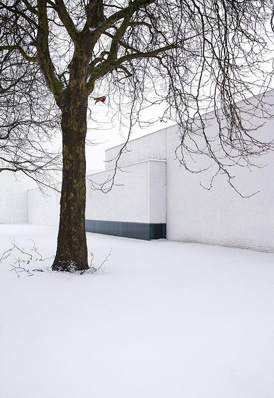 the white house - city cleansing + parks + public gardens departments building - amsterdam - claus + kaan - 2002-06 - photo patrick van dam