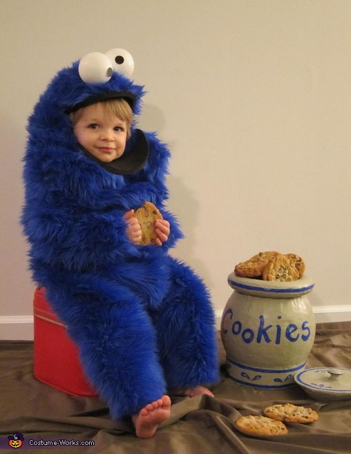 Cookie Monster Baby Costume | blue fur onsie and googly eyes, how cute | Halloween indeas