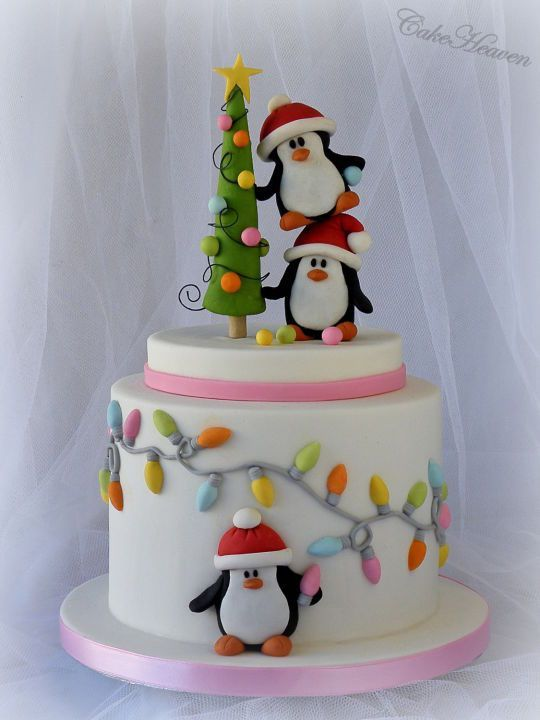 Pingviinikerroskakku // Christmas Layer Cake with Penguins http://cakesdecor.com