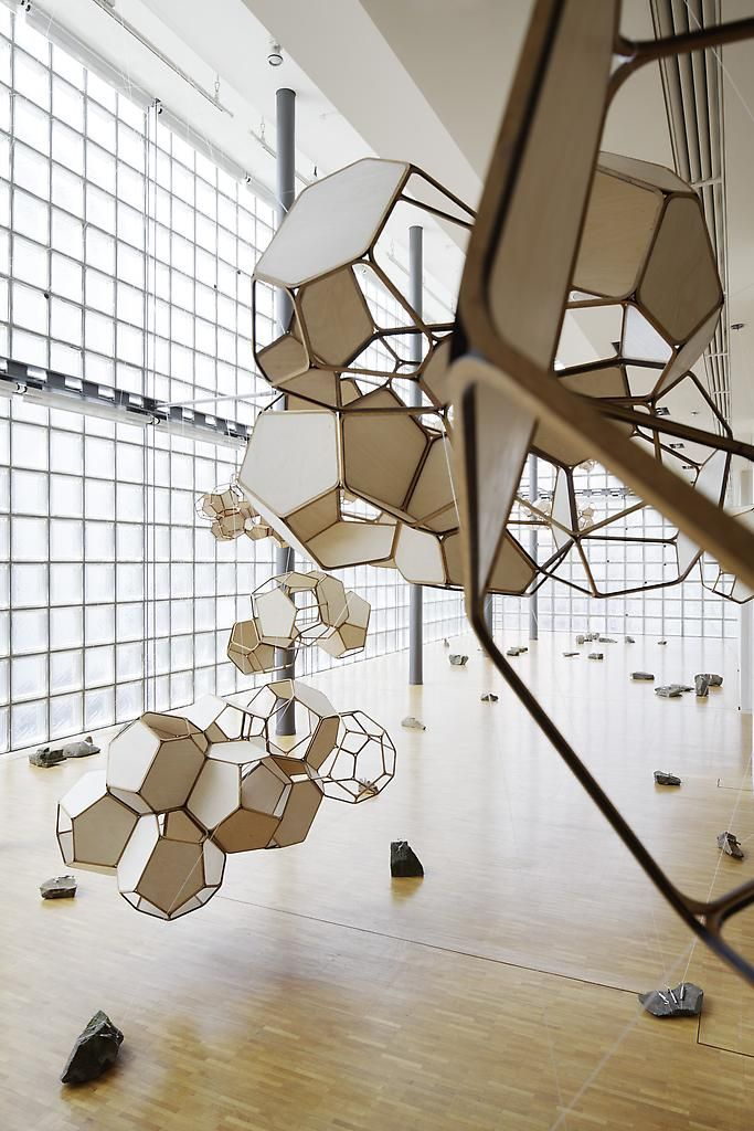 Tomás Saraceno: Cloud City 4 (2011), beech plywood, glue, polyester