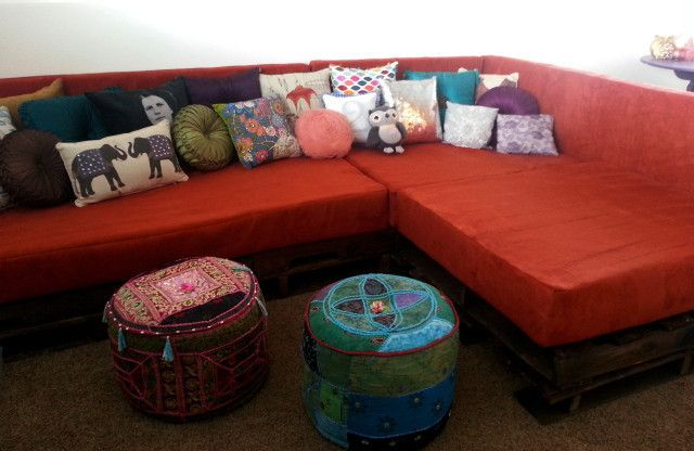 Diy Shipping Pallet Couch  •  Free tutorial with pictures on how to make a sofa in 16 steps