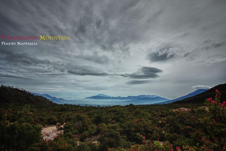 keindahan gunung papadanyan di pagi hari