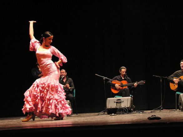 Flamenco+Dancing+in+Spain+History | Its rich history is displayed in characteristic architecture