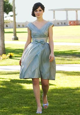 Zooey Deschanel in one of my favorite movies: 500 Days of Summer. Love this dress!