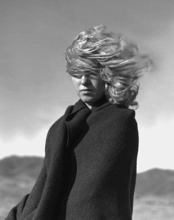 Before she was famous, Marilyn Monroe and her lover, photographer André de Dienes, traveled to Malibu beach where the 20-year-old future blonde bombshell posed for this series of photographs.
