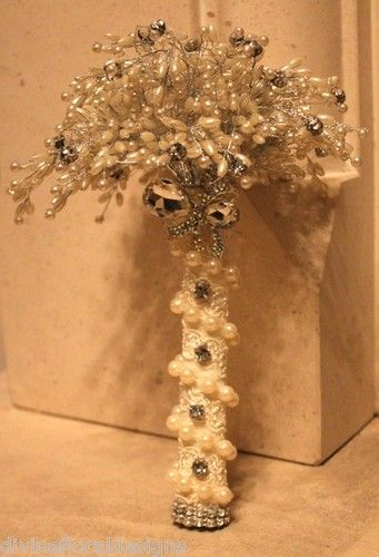 WEDDING FLOWERS VERY VINTAGE PEARL, LACE & DIAMANTE BROOCH BOUQUET - IVORY