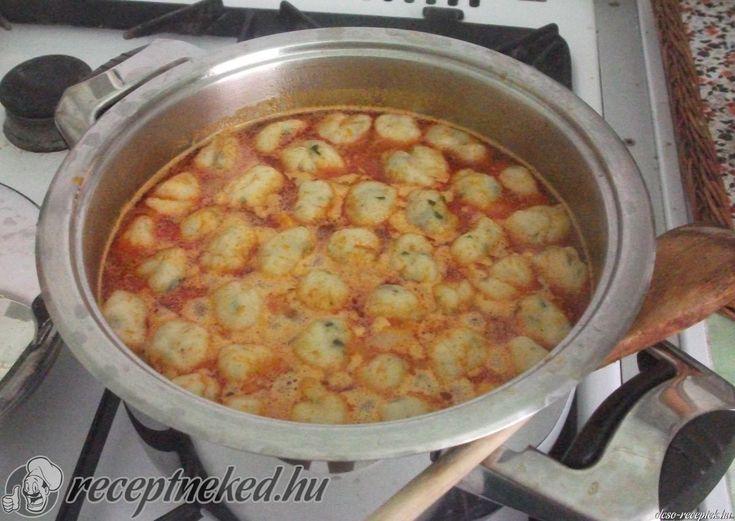 Kipróbált Burgonyagombóc leves recept egyenesen a Receptneked.hu gyűjteményéből. Küldte: Keményné Ági