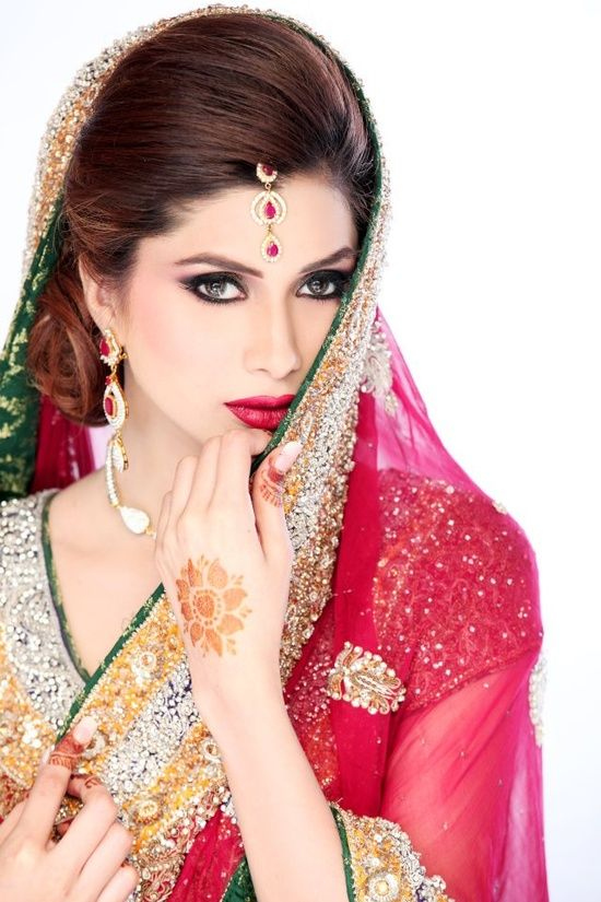 Authentic Pakistani Bridal Dresses!    Alle`nora  Alle`norais the most sustaining beauty salon in Pakistan today that was found by stylist and makeup artistAnnie Mansoorin 1989. Having a big name in fashion world,Alle`norahave always strived to endow exceptional glamor and charisma in ladies coming from different profiles.