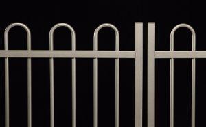 Puertas batientes Decor. #valla, #vallas, #vallado, #vallados, #mallas, #mallas-metalicas, #vallas-jardin y #cerramientos-vallas. Más información en www.rivisa.com