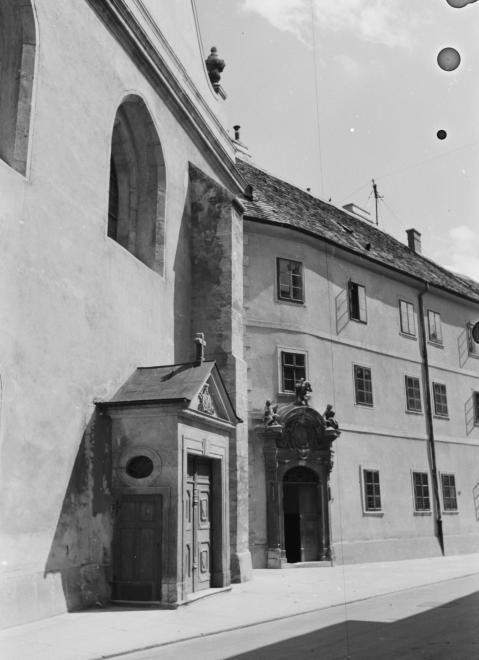 Templom utca, bencés templom és rendház.