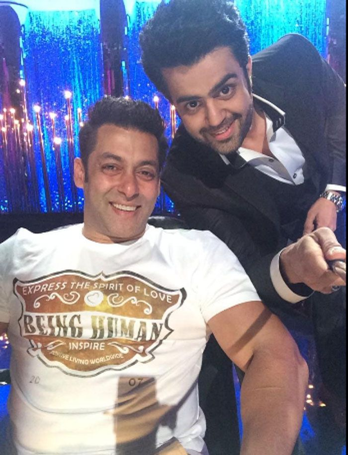 Selfie time! Jhalak host and actor Manish Paul shared a pic with Salman Khan while promoting 'Kick' #Style #Bollywood #Fashion #Handsome
