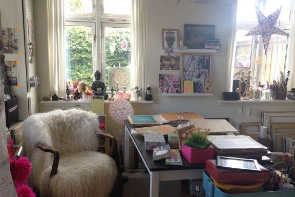 Kreativt rod og kaos... Mit krearum og arbejdsværelse - med masser af kreative bunker - fotograferet i dag. Fotograf: Susanne Randers