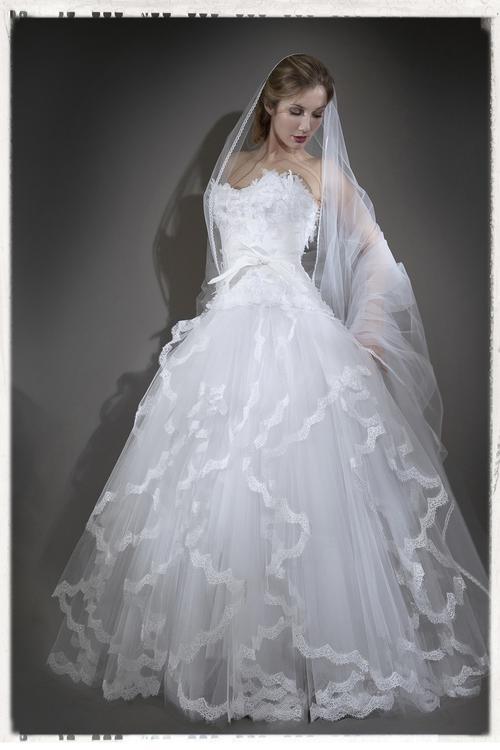 Robe de mariée Nicolas Fafiotte - bustier en dentelle chantilly