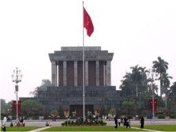 Tour Vietnam, Kondisi negaranya kurang 'meyakinkan' untuk tour. Namun tenang saja, banyak yang menyenangkan di sini. Apa itu? Ya, murah. Memang sudah terkenal, berwisata di Hanoi itu murah meriah. Maklum, mata uang rupiah bernilai lebih tinggi dari Dong, mata uang Vietnam.