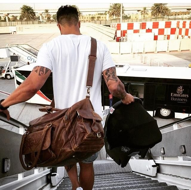 After a long season playing rugby in France its back to the home land for Stevie Brett. Using the Leather Travel bag by Arca Apparel. Weekend bag, laptop bags available online www.ArcaApparel.com @ArcaApparel