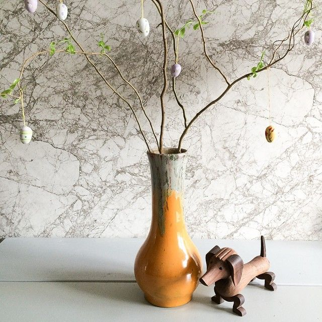 """Smuk gul """"påske""""vase med rendende glasur - 110kr"""
