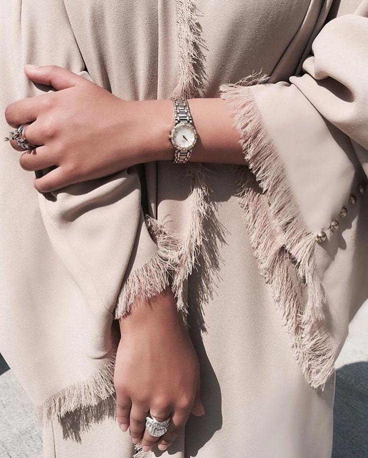 IG: Hinds.Lounge | Modern Abaya Fashion | Details | Neutral
