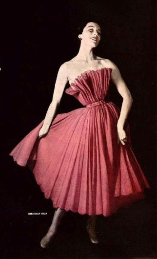 Dior 1950 - OMGoodness! Look at her waist!