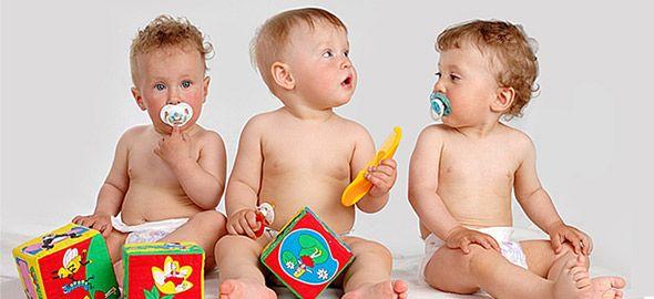 Ποια είναι τα καταλληλότερα παιχνίδια για τους πρώτους μήνες του μωρού και πώς πρέπει να του τα παρ