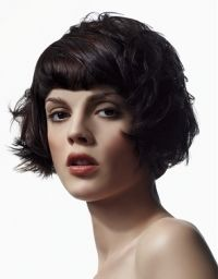 Retro Hairstyle with Bangs For Faces with Small Foreheads