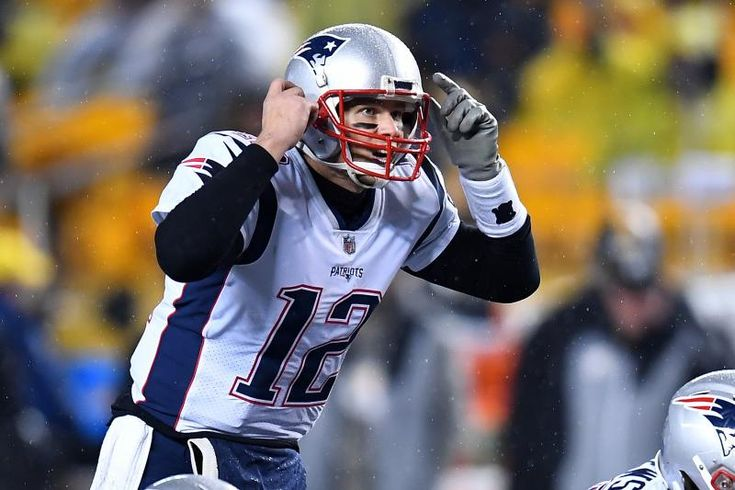 PITTSBURGH, PA - DECEMBER 17:  Tom Brady #12 of the New England Patriots in action during the game against the Pittsburgh Steelers at Heinz Field on December 17, 2017 in Pittsburgh, Pennsylvania. (Photo by Joe Sargent/Getty Images) *** Local Caption ***