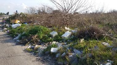 Lecce zona Via Vecchia Cavallino: più controlli e sanzioni per chi abbandona rifiuti