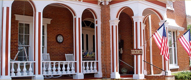 Bed & Breakfast in Galena, Illinois, another cute B Bed